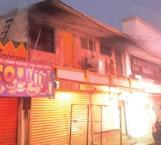 Rescatan bomberos a quemado