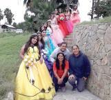 Cumplen sueño rosa a una docena de adolescentes