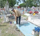 Se gana la vida sepulturero con los muertos y los vivos