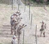 Instalan soldados alambrada de púas