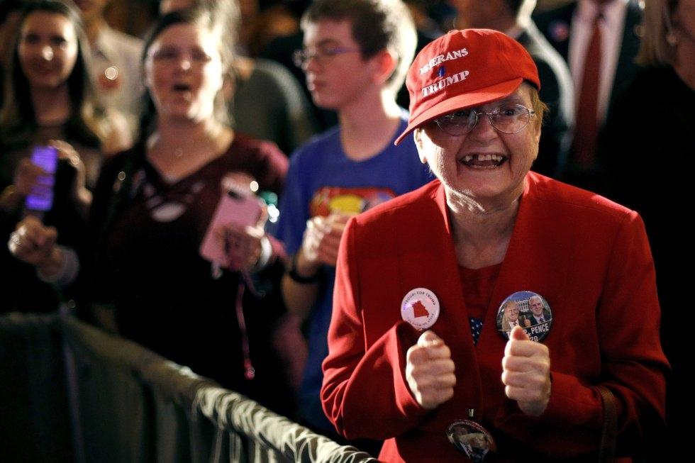 10 Una partidaria del candidato republicano por Misuri Josh Hawley, el 6 de noviembre de 2018 en Springfield.