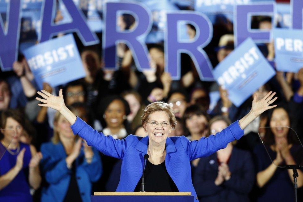 13 La senadora demócrata Elizabeth Warren celebra los resultados electorales durante su discurso de victoria, el 6 de noviembre de 2018, en Boston.
