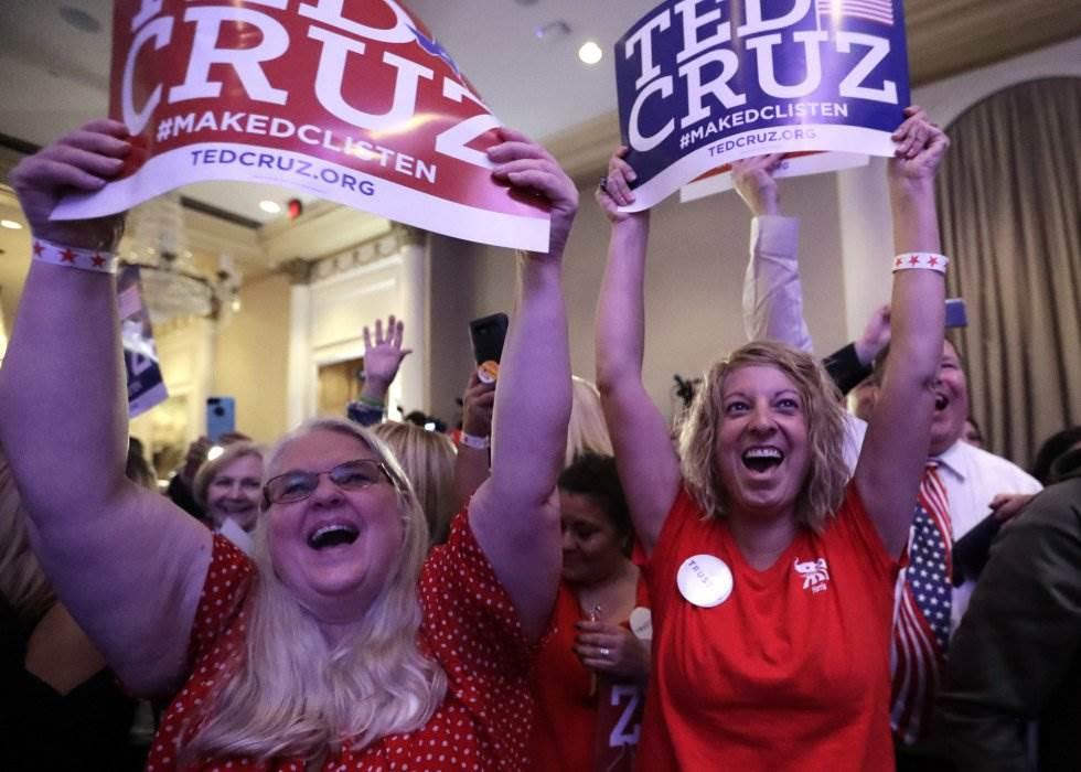 15 Dos simpatizantes republicanas celebran la victoria del senador republicano Ted Cruz durante la noche electoral, el 6 de noviembre de 2018, en Houston, capital del Estado de Texas.