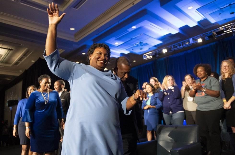 19 La candidata demócrata Stacey Abrams abandona el escenario tras su discurso, el 6 de noviembre de 2018, en Atlanta.