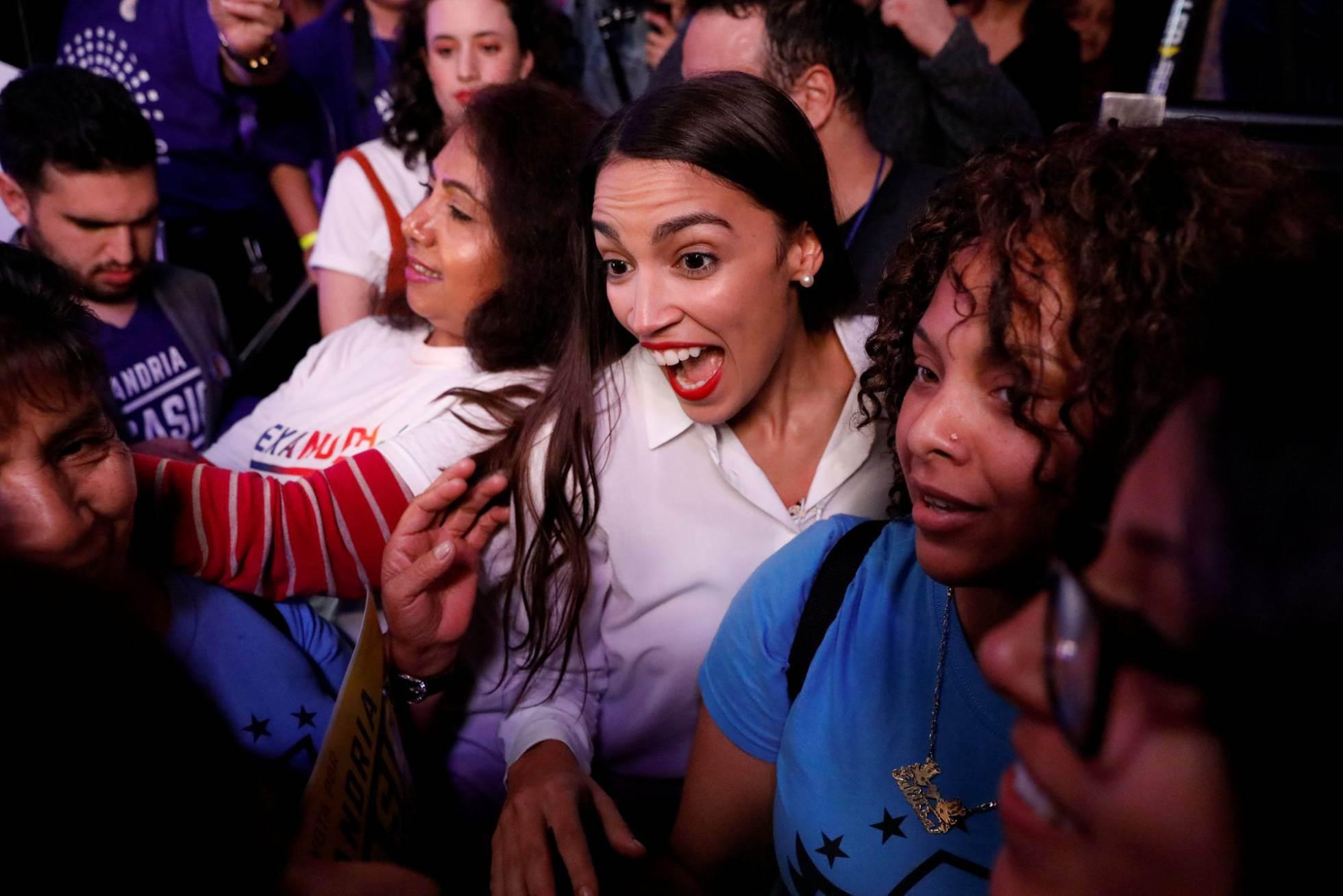 1 La candidata demócrata Alexandria Ocasio-Cortez celebra la victoria de su candidatura a la Cámara de Representantes en Nueva York, el 6 de noviembre de 2018.