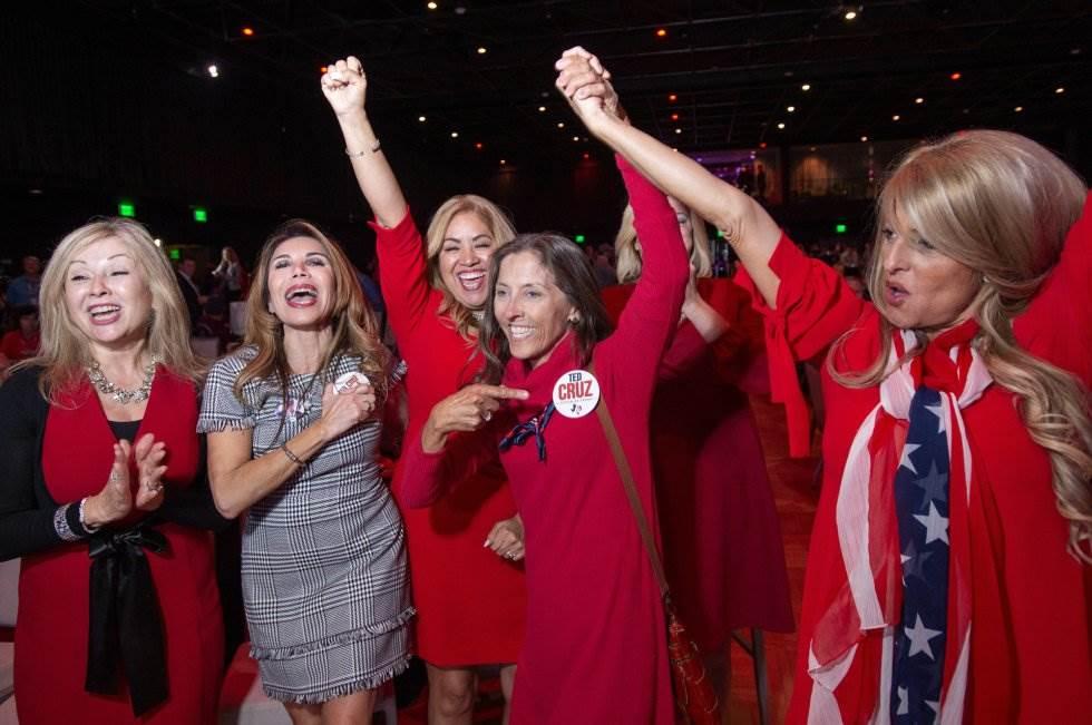 20 Simpatizantes republicanas celebran la victoria del senador republicano Ted Cruz durante la noche electoral, el 6 de noviembre de 2018, en Dallas.