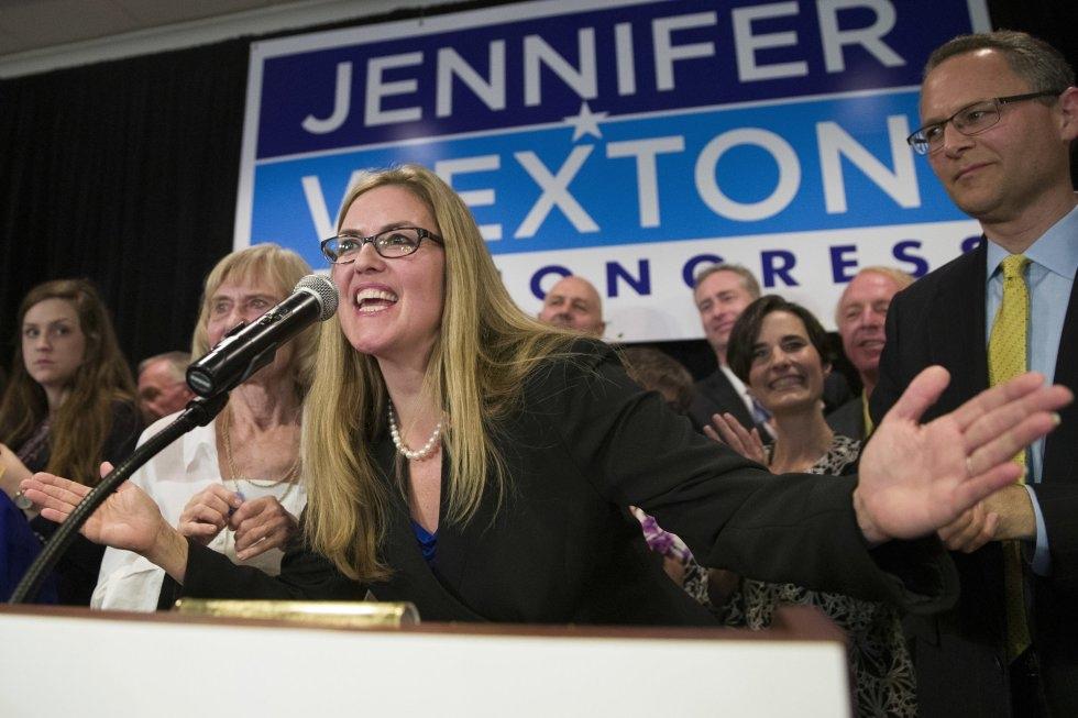 23 La candidata demócrata a la Cámara de Representantes Jennifer Wexton, durante su discurso de victoria el 6 de noviembre de 2018 en Dulles, Virginia.