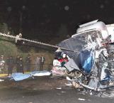 Choque múltiple deja 9 muertos y 12 heridos