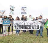 Protestan ante CBP en rechazo al muro