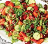 Ensalada de tomate, fresas y cerezas