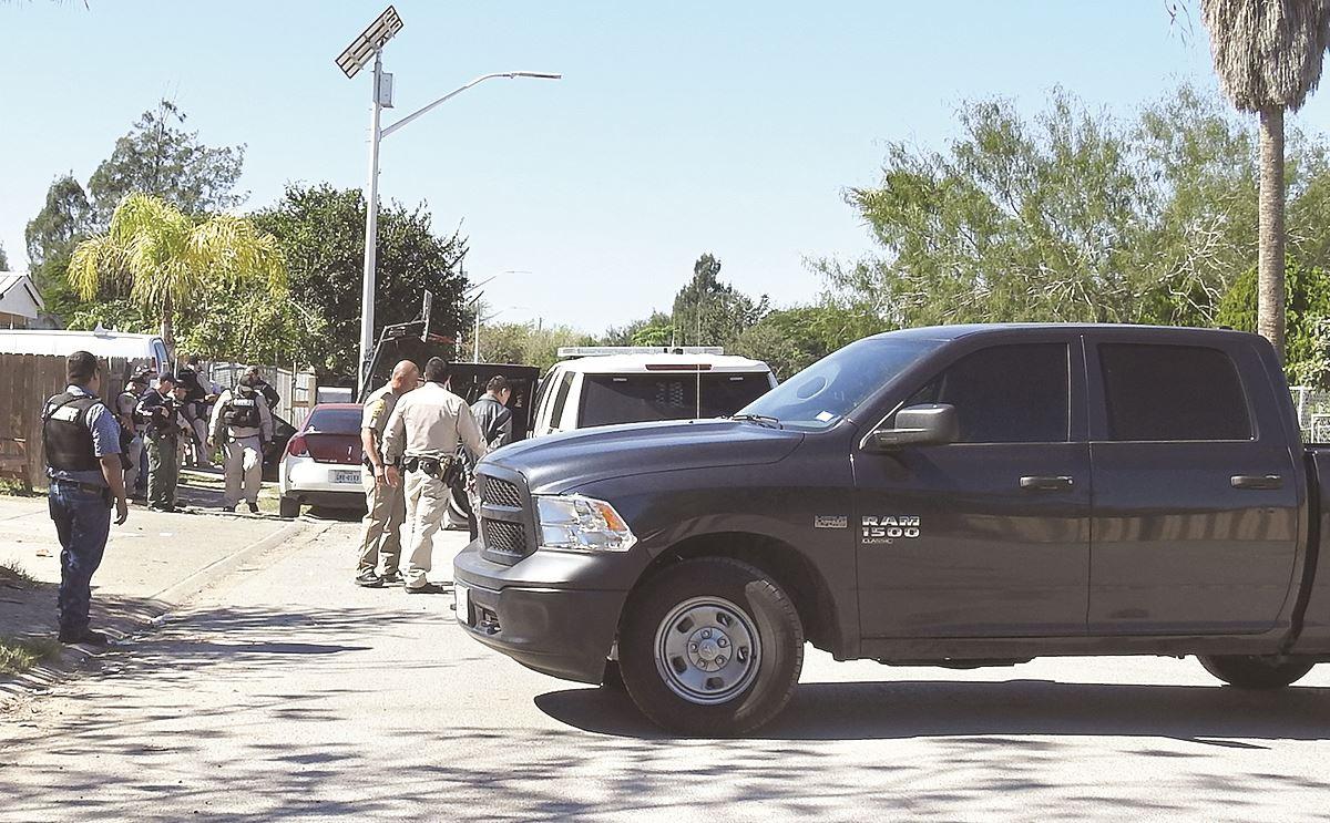 CAPTURAN. Durante las acciones sobre la calle Pantera, se logró la detención de la persona que buscaban las autoridades.