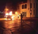 El fuego reduce una camioneta a cenizas