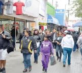 Abarrotan compradores calle peatonal por el final de 'El Buen Fin'