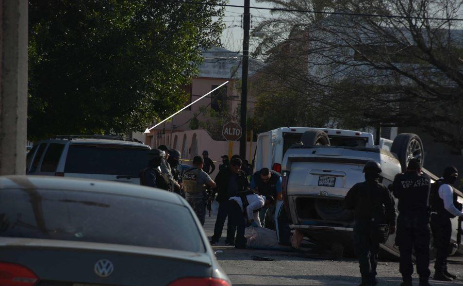 Contra esta camioneta chocaron antes de volcarse. En ella iba el coordinador de la Policía Estatal.