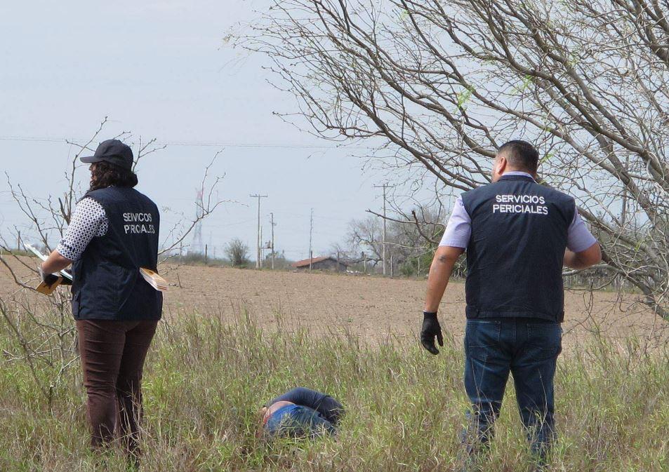 Asesinado. El cadáver del hombre desconocido se encontraba tirado boca abajo a un costado de la brecha ejidal.