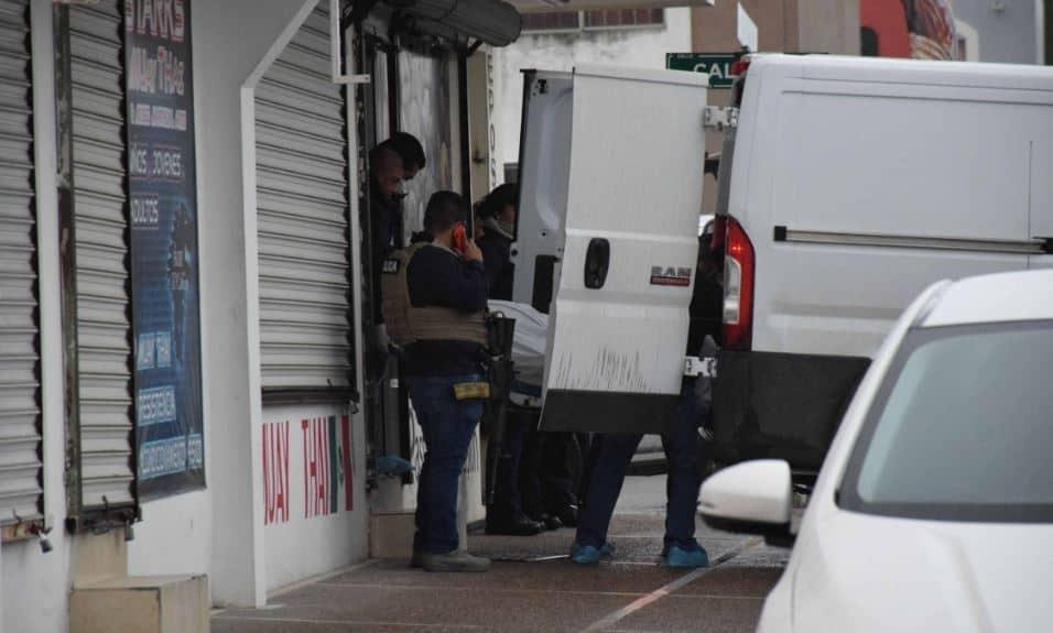 Traslado. El cuerpo de la mujer fue llevado a las instalaciones del Servicio Médico Forense (Semefo).