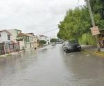 Complican lluvias situación en calle Fuente de Diana