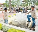 Remodelan fuentes de la Plaza Principal