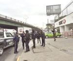 Atacan a balazos a mando de policía de Monterrey