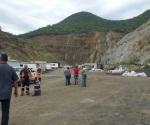 Rescatan a 70 mineros trasderrumbe en mina de Sudáfrica