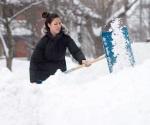Por tormenta de nieve cancelan 150 vuelos en Toronto