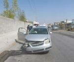 Cruza camellón y provoca grave percance vial