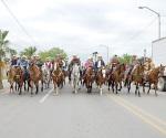 Fomentan las tradiciones con cabalgata