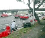 Tráiler tira miles de refrescos en Monterrey