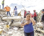 Suben impuestos para reconstruir Ecuador