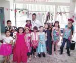 Visitan a niños en sus fiestas