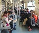 Acosan y manosean a pasajeras en metro
