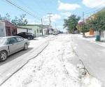 Piden arreglen su calle en la colonia Longoria