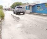 Invaden aguas negras avenida Miguel Alemán
