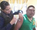 Vacunan a personal de 3 dependencias