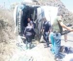 Vuelca autobús, deja 20 heridos