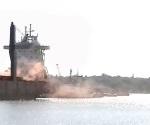 Simulan toma  de barco y ataque con  explosivos