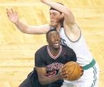 Embiste Bulls a Celtics