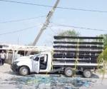 Derriba camioneta poste de concreto