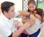 Vacunan madres a sus pequeños