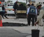 Aplican 300 toneladas de asfalto en bacheo diario