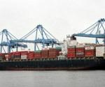 Maniobrista cae de más de 25 metros en barco y muere