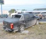 Trancazo de tráiler a camioneta con familia