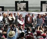 Pide Delfina a Peña Nieto respetar voto