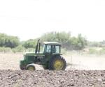Alistan agricultores sus tierras de cultivo