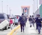 Retiran a ambulantes del puente fronterizo