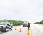 Blindan traslado de familias en carretera