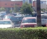 Atracan a comerciante a plena luz del día en estacionamiento