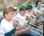 Llevan acciones permanentes con música y expresión corporal