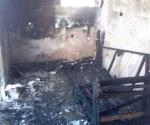 Arrasan incendios con vivienda y auto