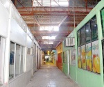 Luce abandonado mercado Juárez, escasos locales tratan de sobrevivir